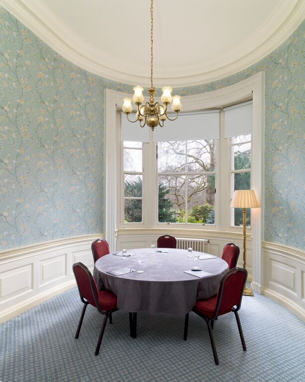 Royal Over-Seas League small meeting space in Green Park