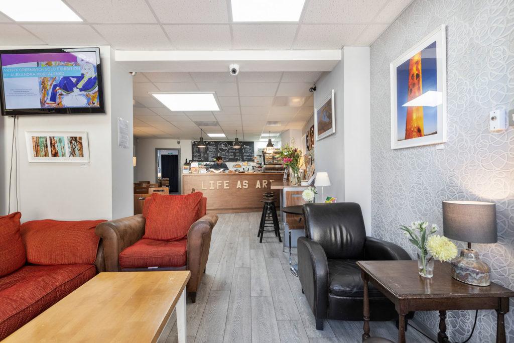 Artfix Greenwich sofa area