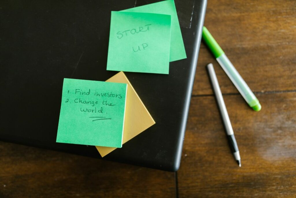 Sticky notes with a checklist to find investors